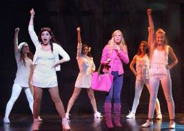Elle & the Greek Chorus