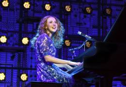 carnegie-hall-julia-knitel-as-carole-king-photo-by-joan-marcus-1